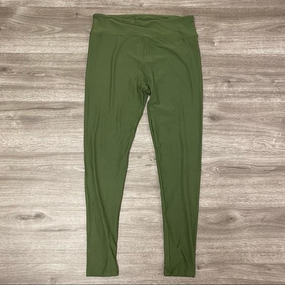LulaRoe Tall and Curvy Leggings Green